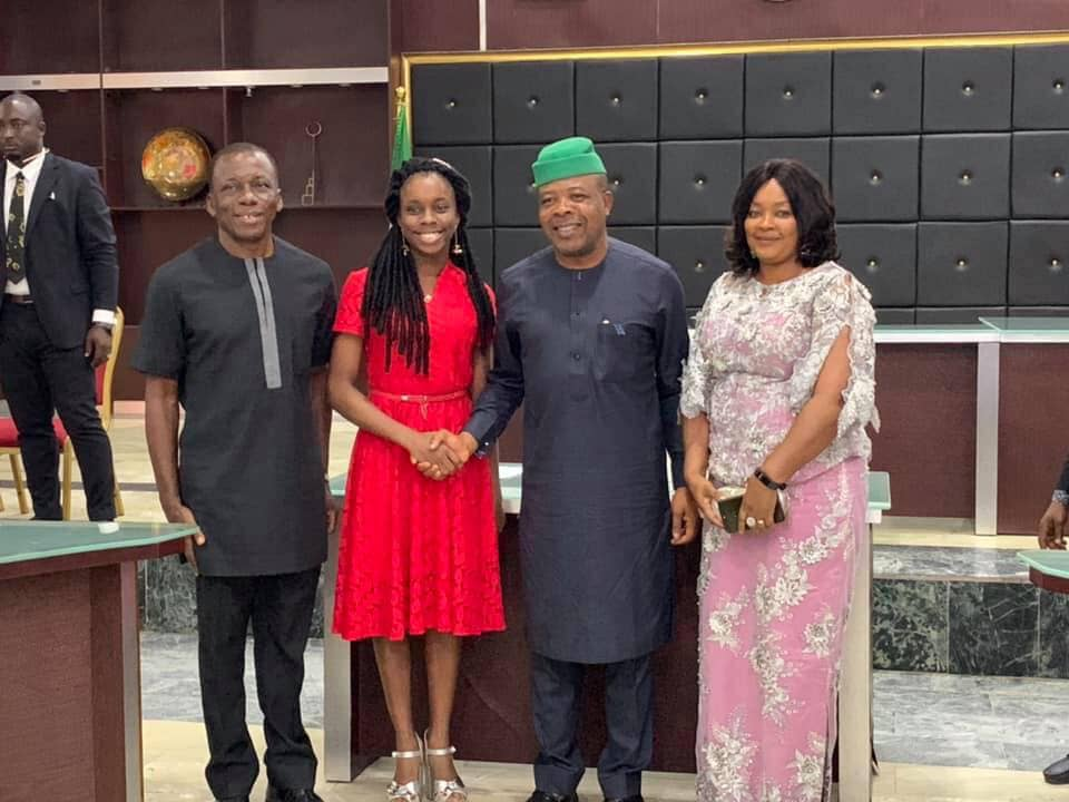 Photo of Governor Emeka Ihedioha Of Imo State Awarded The Best 2019 WASSCE Graduate With Scholarship
